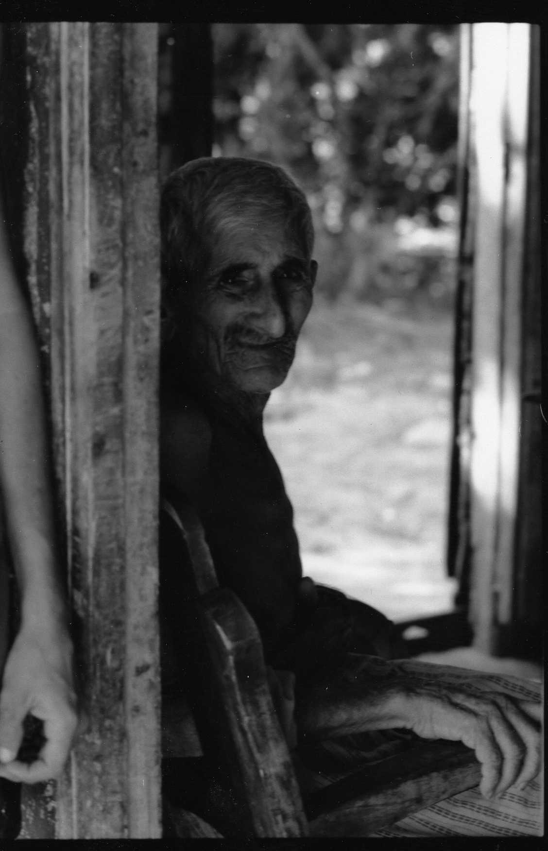 Old guy in his house_Cuba